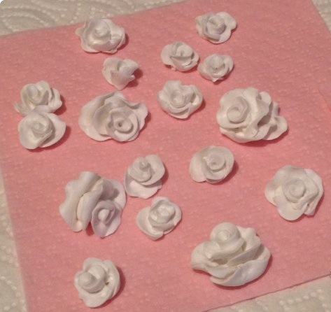 DIY-Wedding-Cups-with-Polymer-Clay-Roses-06