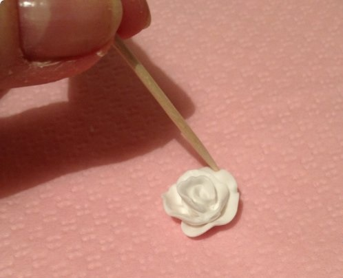 DIY-Wedding-Cups-with-Polymer-Clay-Roses-09