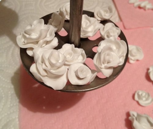 DIY-Wedding-Cups-with-Polymer-Clay-Roses-12