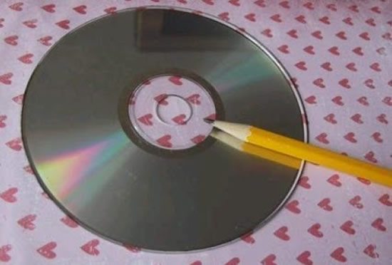 How-To-DIY-Easy-Fold-Paper-Gift-Box-with-CD- 2
