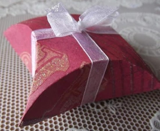 How-To-DIY-Easy-Fold-Paper-Gift-Box-with-CD- 7