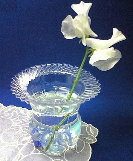 Cool creativity how to make a vase out of plastic bottle for Creativity with plastic bottles