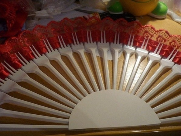 DIY Upcycled Plastic Fork Ribbon Fan