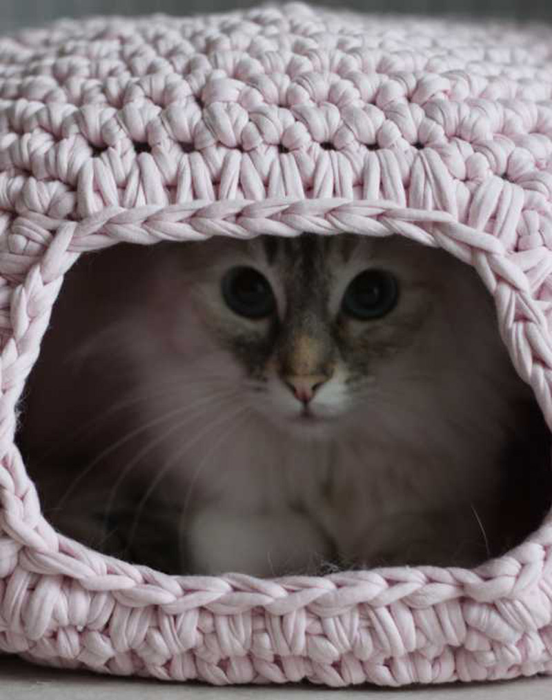 DIY Crochet Cat Cave