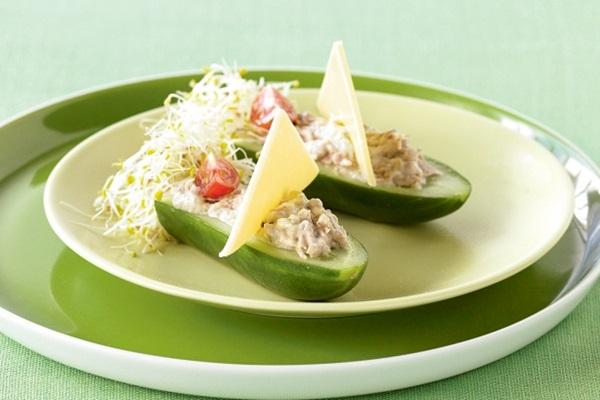diy-amazing-salad-decoration-vegetables-boat-13