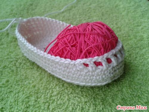diy-crochet-baby-booties-with-ribbon-tie-06