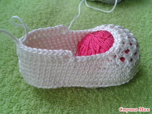 diy-crochet-baby-booties-with-ribbon-tie-12