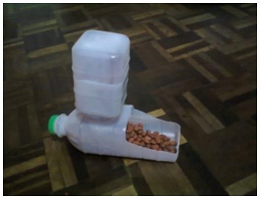 Dog Treat Dispenser >> DIY Plastic Bottle Pet Feeder