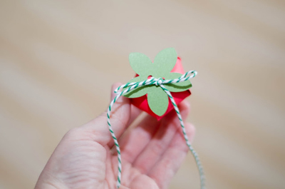how-to-diy-strawberry-gift-favor-boxes-6