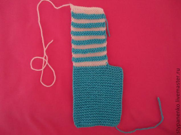 how-to-easy-knitted-cute-pom-pom-decorated-baby-booties-05