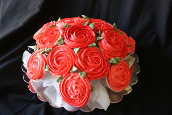how-to-make-a-rose-cupcake-bouquet-1