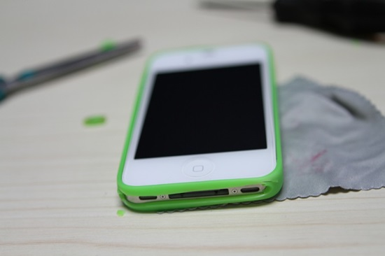 how-to-make-your-own-smartphone-bumper-7