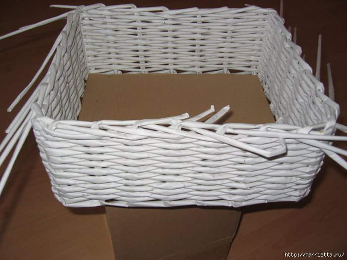 Basket Weaving Using Newspaper : Weave baskets with newspaper wicker you can try