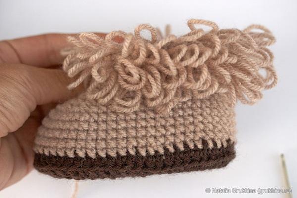 diy-crochet-baby-booties-ugg-style-8