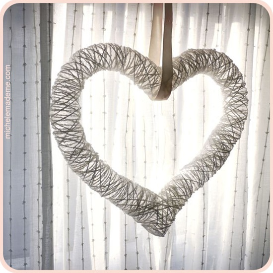 diy-heart-shaped-string-wreath-with-balloons-1