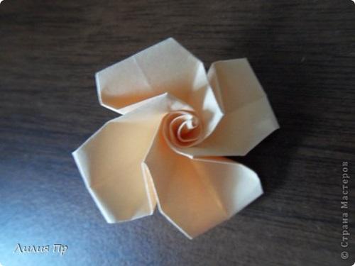 diy-origami-twisty-rose-12