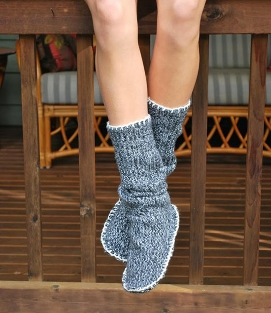 diy-recycle-old-sweater-into-cozy-slipper-bootie-2