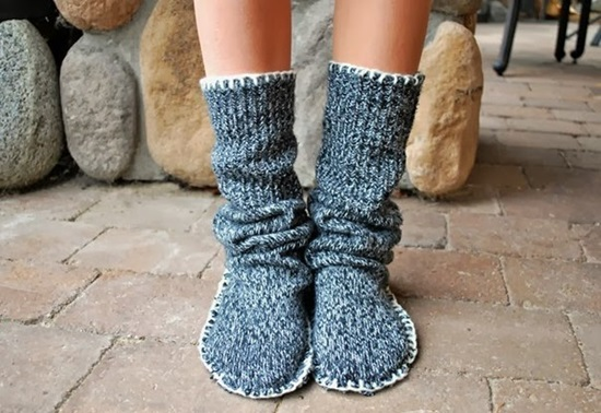 diy-recycle-old-sweater-into-cozy-slipper-bootie-6