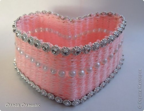 diy-small-heart-shaped-container-with-yarn-5