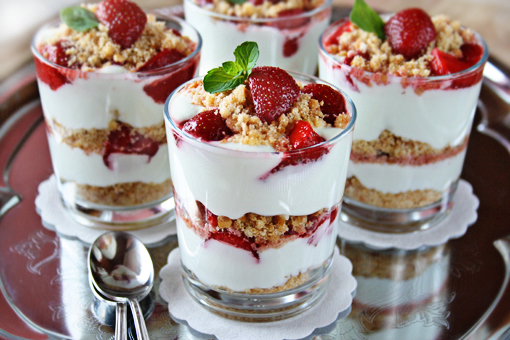 How to Make Delicious Strawberry Cheesecake Parfaits -