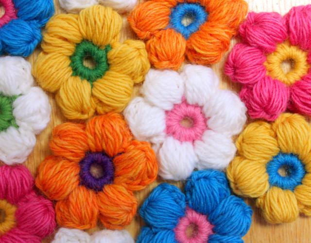 Crochet Y Stitch : DIY Crochet 6 Petal Puff Stitch Flower Blanket -