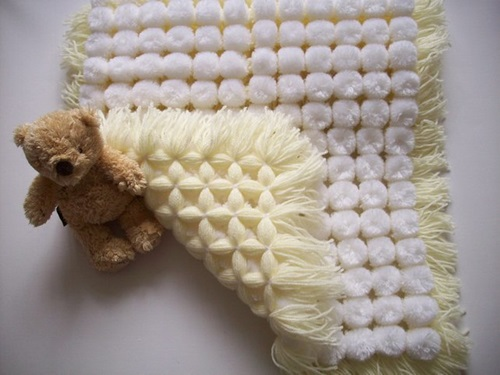 Knitting Pattern For Pom Pom Blanket : DIY Snuggly baby Pom Pom Blanket