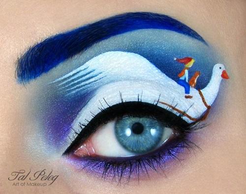 Eye makeup artist