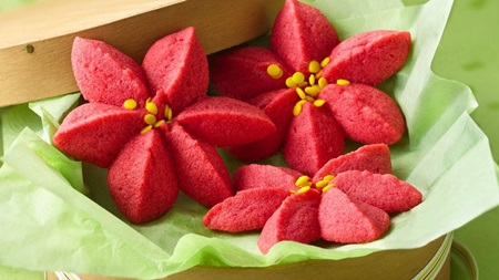 Poinsettia blossoms cookies