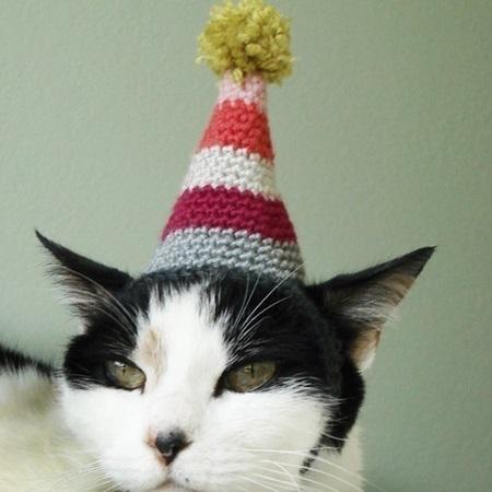 Crochet in Color: Hello Kitty Hat Pattern | 450x450