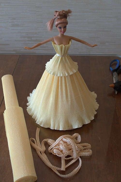 Как сделать из бумаги куклу с юбкой