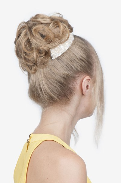 Hairstyle in the style of the 60s Babette-10