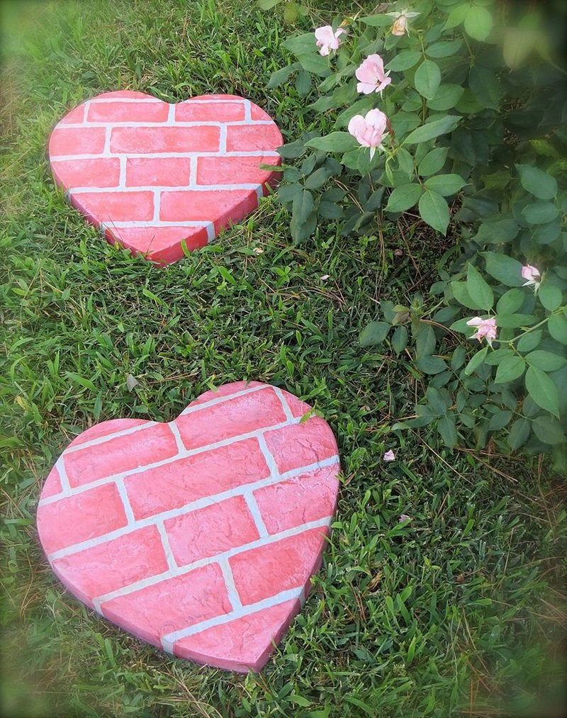 Cool DIY Garden Path Ideas heart shaped stone path