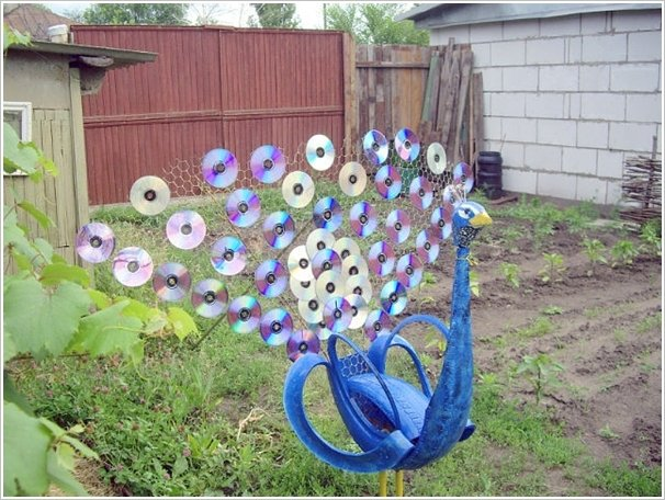 Make a Peacock with Old CDs and Tire -coolcreativity