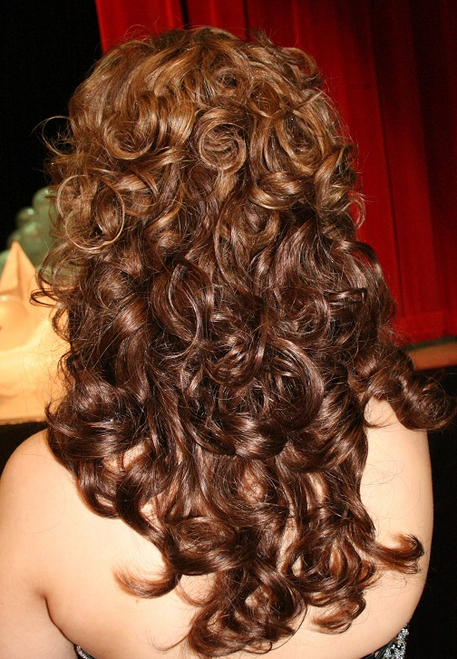 Easy No-heat Curls Your Hair Using The Sock Technique