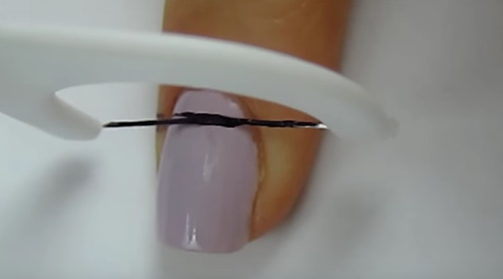 DIY Striped Nail Art using Floss