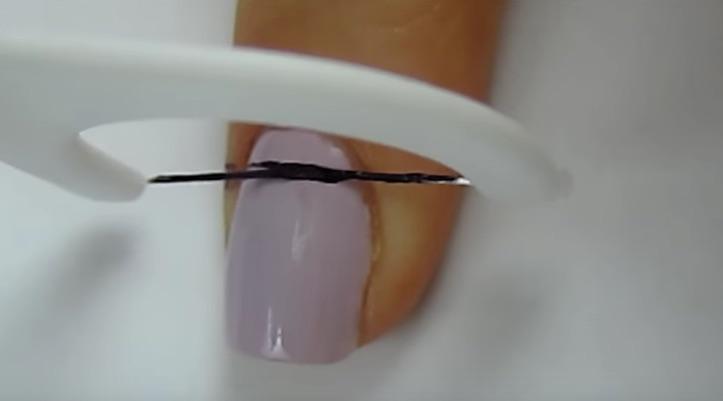 DIY Striped Nail Art using Floss