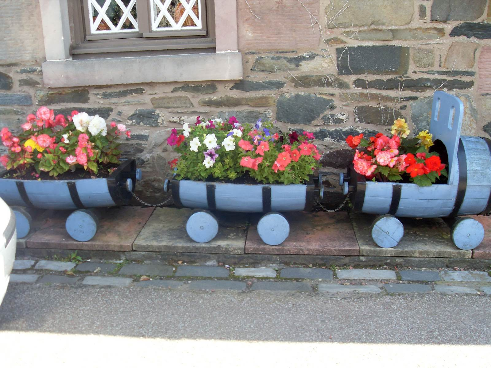 RECYCLED BARRELS INTO A TRAIN PLANTER