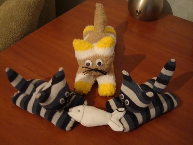 Как сшить коты своими руками из носков