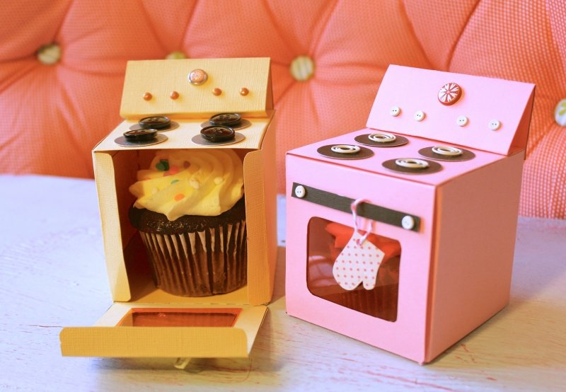 DIY Bitty Bakery Cupcake Holder Boxes with FREE Template (Video) -