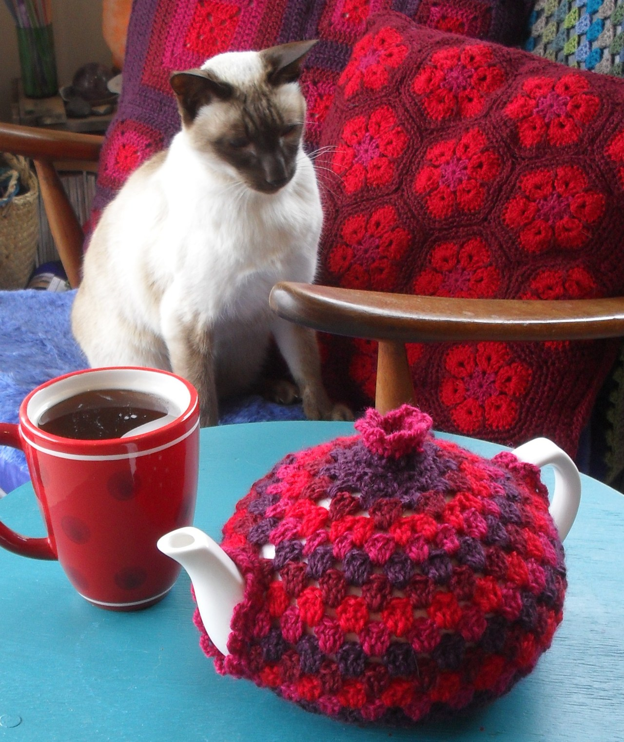 Free Crochet Pattern Small Tea Cozy : 20+ Handmade Tea Cozy with Patterns - Page 2 of 3