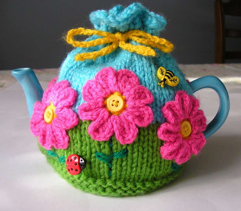 Flower Garden Tea Cosy with free pattern