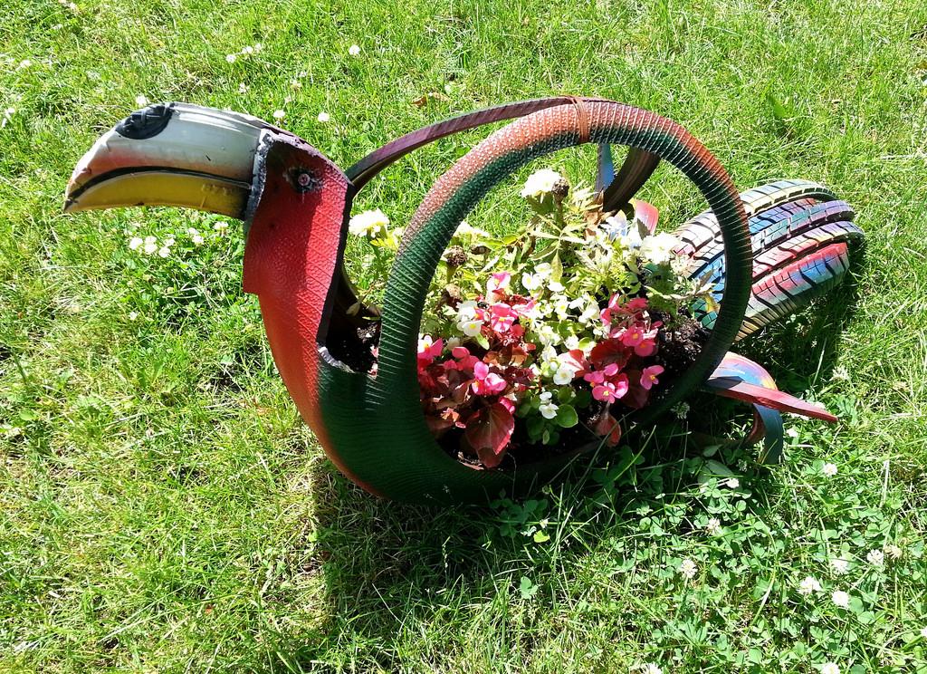 Tropical bird tire planter