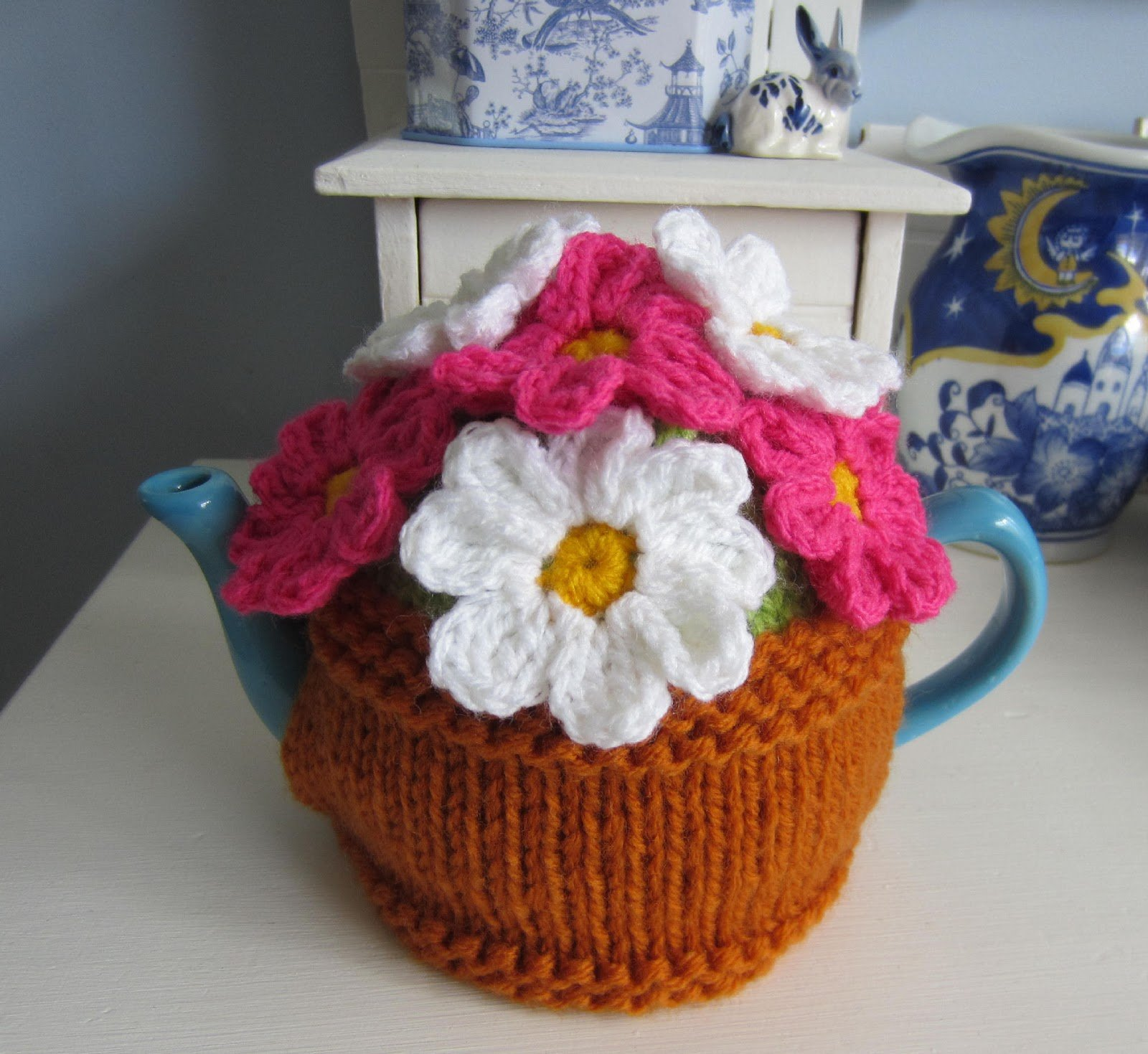 Free Easy Tea Cosy Crochet Pattern : 20+ Handmade Tea Cozy with Patterns - Page 2 of 3