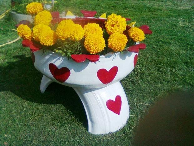 DIY Red Heart Tire Planter Garden Decoration Idea