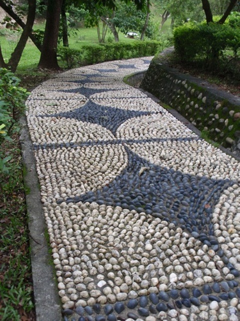 3 Cool Pebble Pathway Ideas for Your Garden