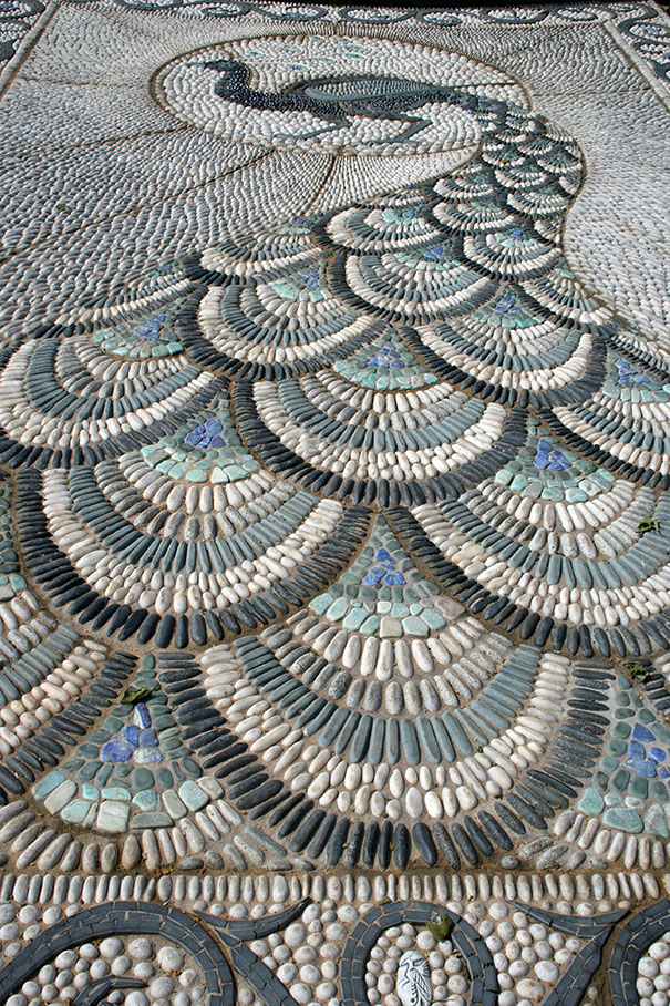 1 Cool Pebble Pathway Ideas for Your Garden --Peacock
