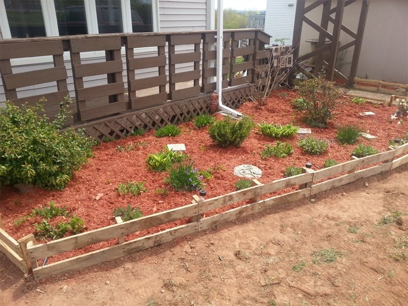Garden Bed Edging Ideas--Pallet Border Edging