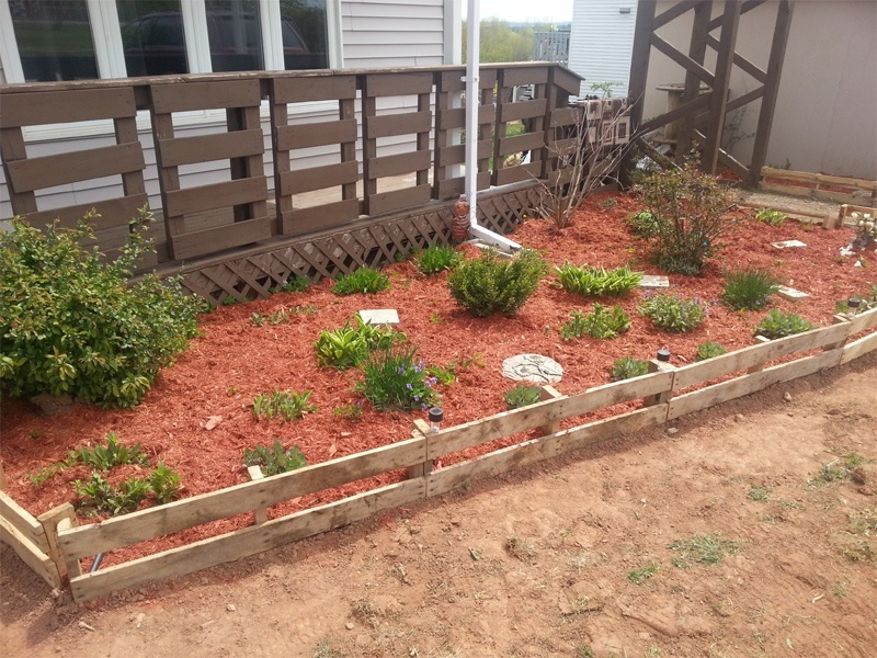 30 diy garden bed edging ideas for Diy garden borders