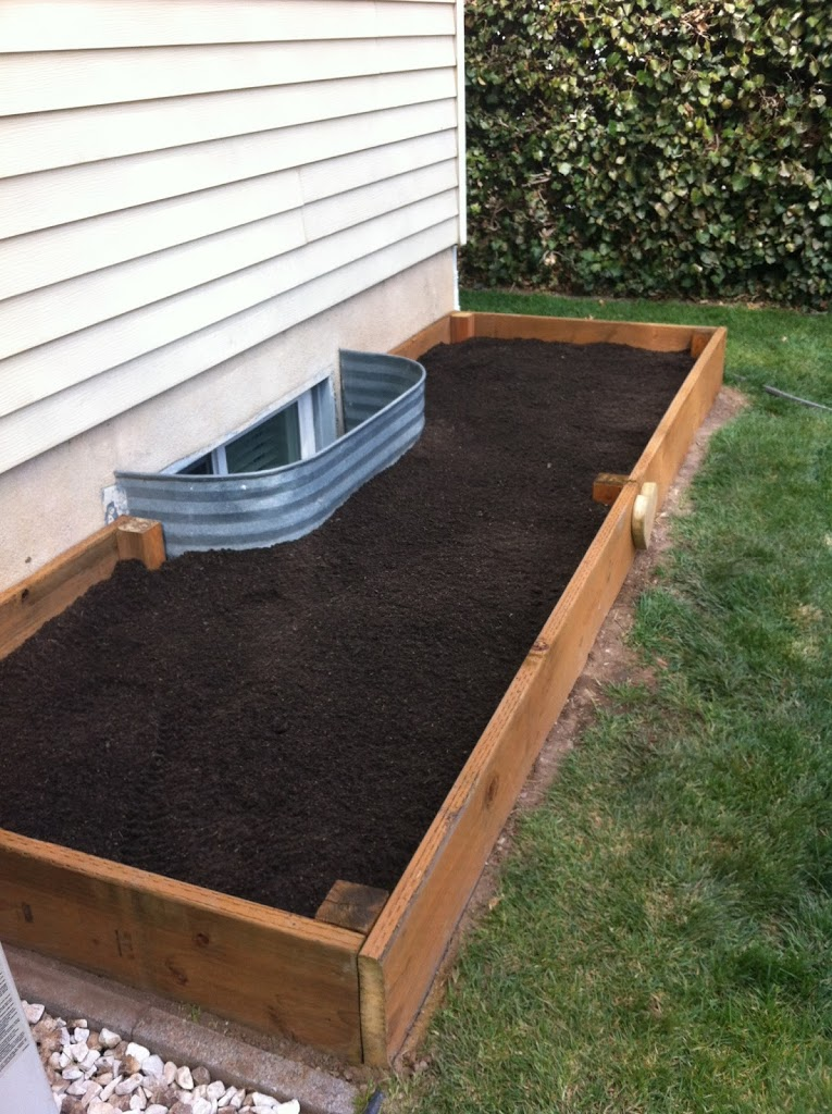 18 diy raised garden bed ideas for Diy patio bed