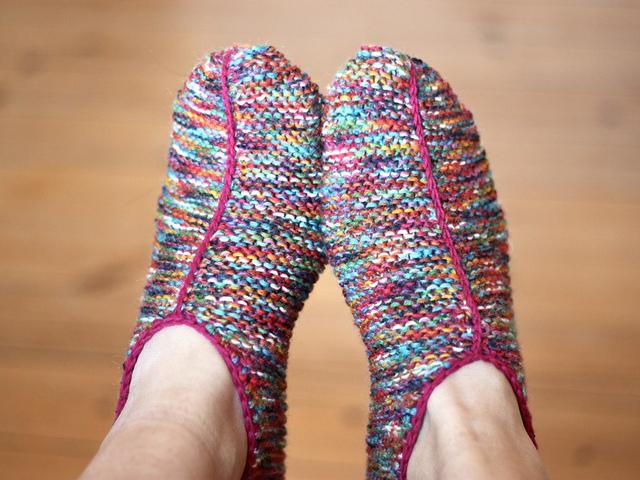 Easy Knit Slipper Pattern Free : 20+ DIY Slipper Knitting Patterns - Page 2 of 3